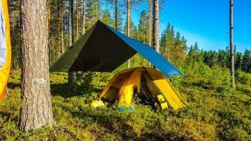 Yö oli viileä, mutta aamulla teltta lämpesi melko nopeasti :)